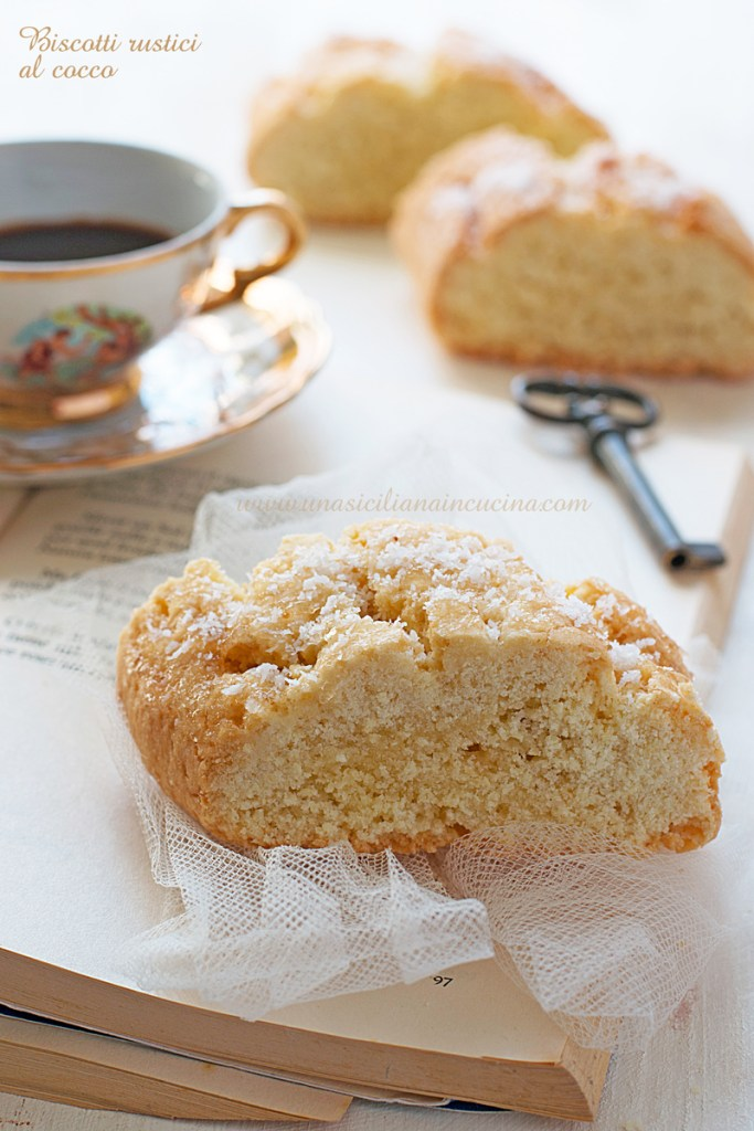 Biscotti rustici al cocco