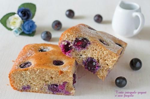 Torta integrale yogurt e uva fragola