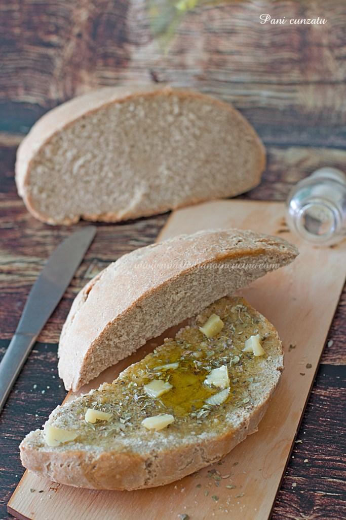 Pane cunzatu con caciocavallo e origano