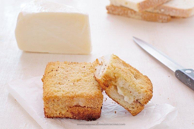 Pane fritto acciughe e tuma