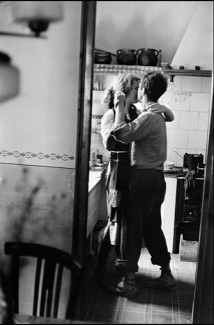 Robert Frank y su esposa, Mary, fotografiados por Elliott Erwitt en Valencia en 1952 Uti 425