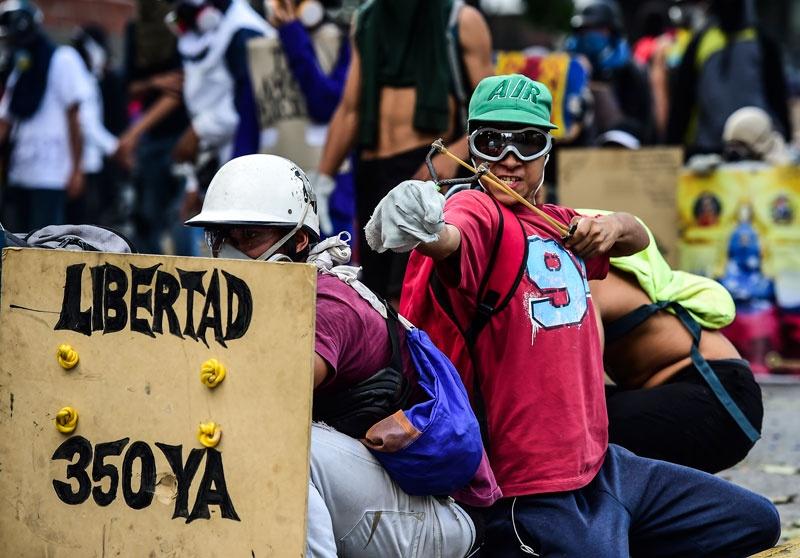 """""""Decían que nos iban a matar"""": El calvario de manifestantes presos en Venezuela"""