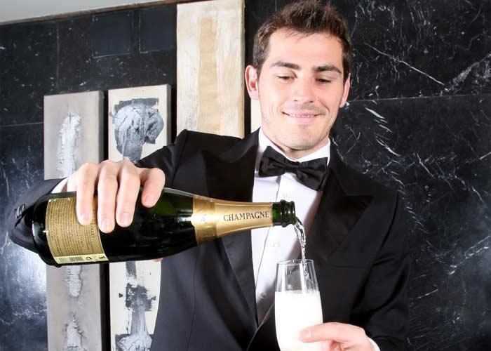 BRINDIS_Iker_Casillas_rinde_espera