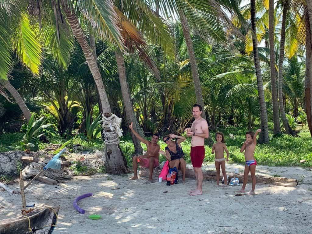 Aperitivo en la isla de Luis Martinez (Sin sus cervezas).