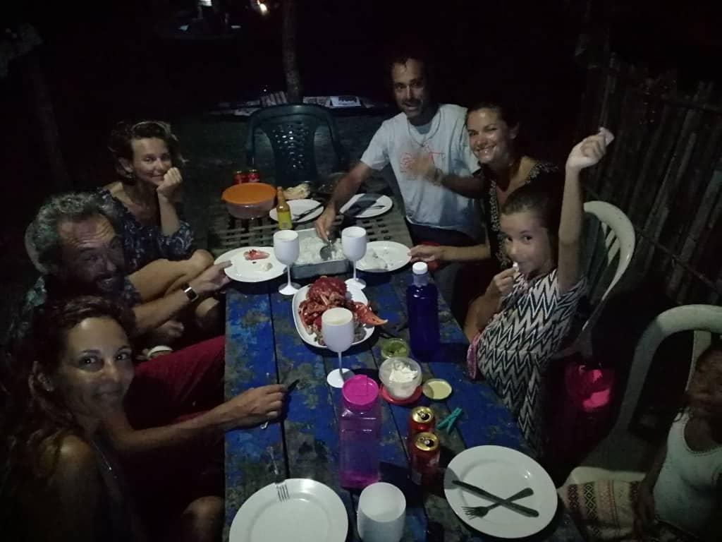 La primera cena en el bar de Hernan, con Edu y Bea del Mola Mola.