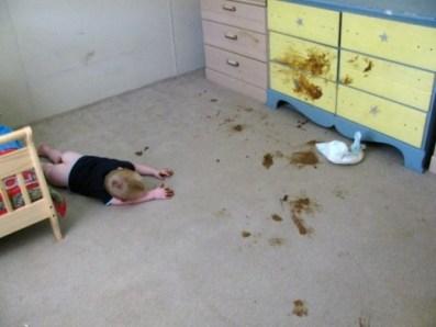 bebe dort caca partout