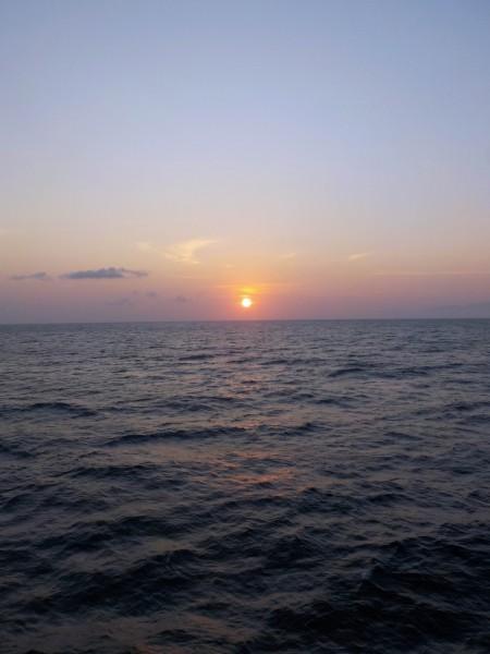 Levé de soleil depuis le bateau