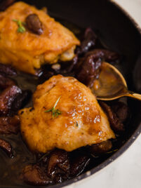 honey balsamic apricot chicken thighs