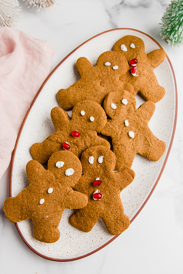 Gingerbread cookies on a oval plate