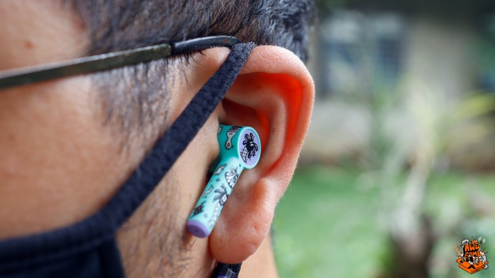 OnePlus Buds Z Review in ear shot