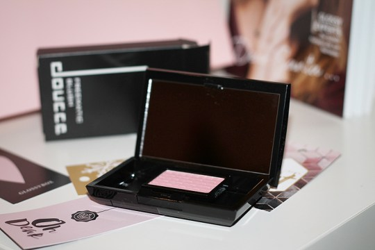 Doucce: Freematic Blush + Case small