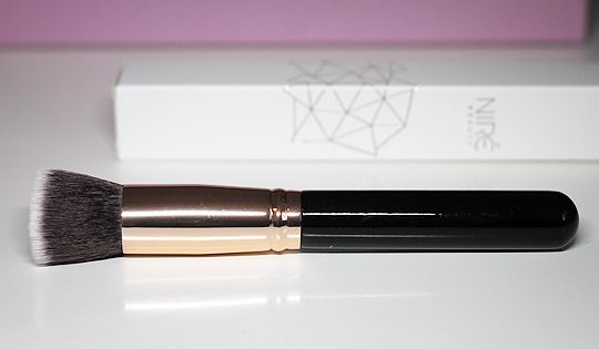 (Niré) 139 Glow-and-Go Kabuki Brush