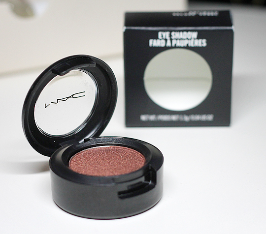 "(MAC) Eyeshadow ""Antiqued Veluxe Pearl"""