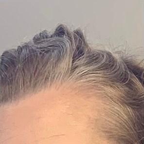 und die graue Strähne ist ebenfalls blond!