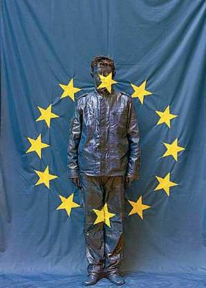 Liu-Bolin-Hiding-in-the-City_82-UE-Flag-2008