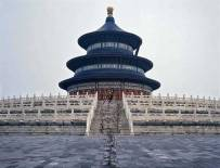 Liu-Bolin-Hiding-in-the-City_92-Temple-of-Heaven-2010