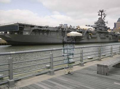 Liu-Bolin-New-York_6-Intrepid-2012