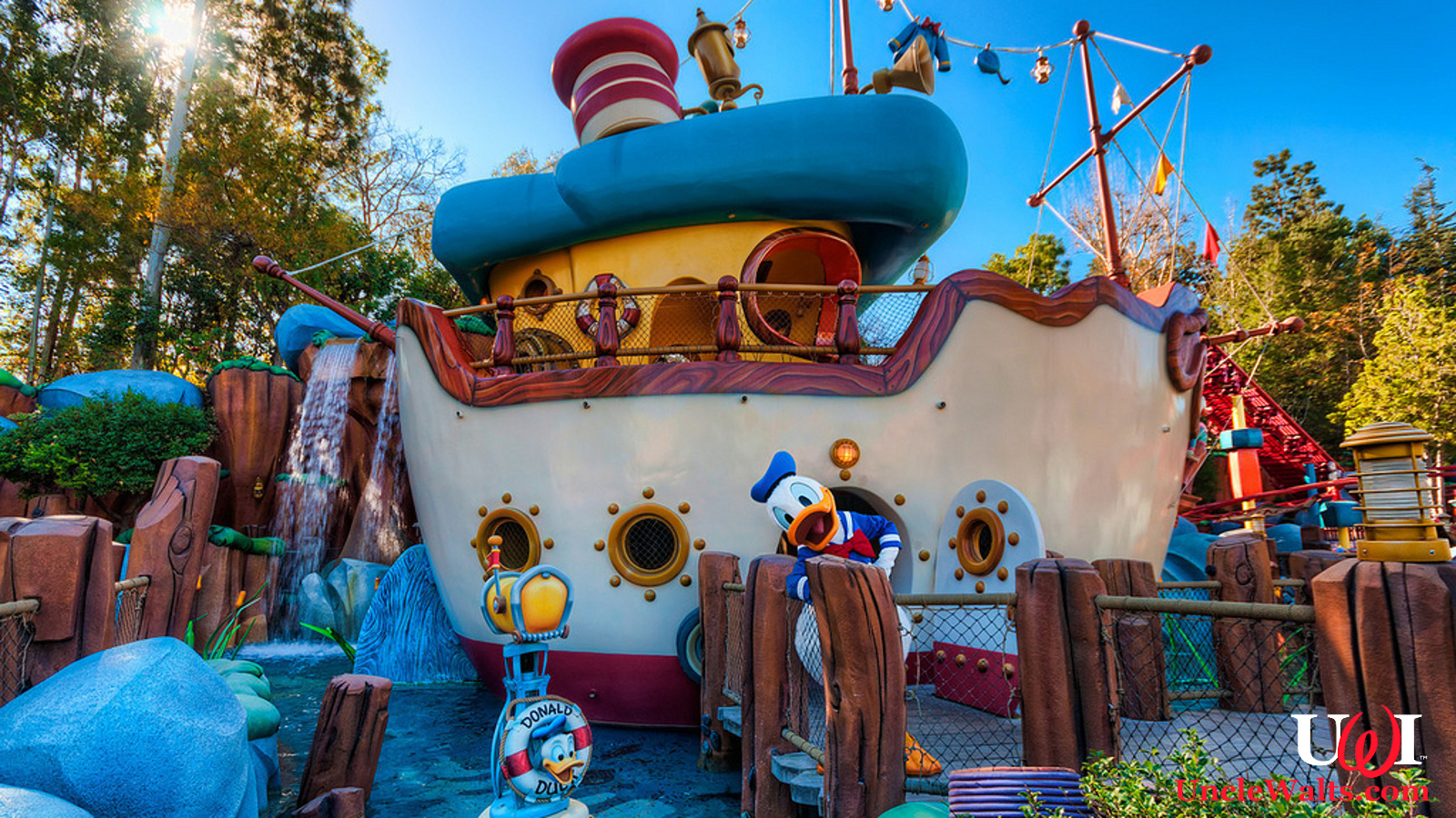 Donald Duck S Boat Sinks In Docking Mishap
