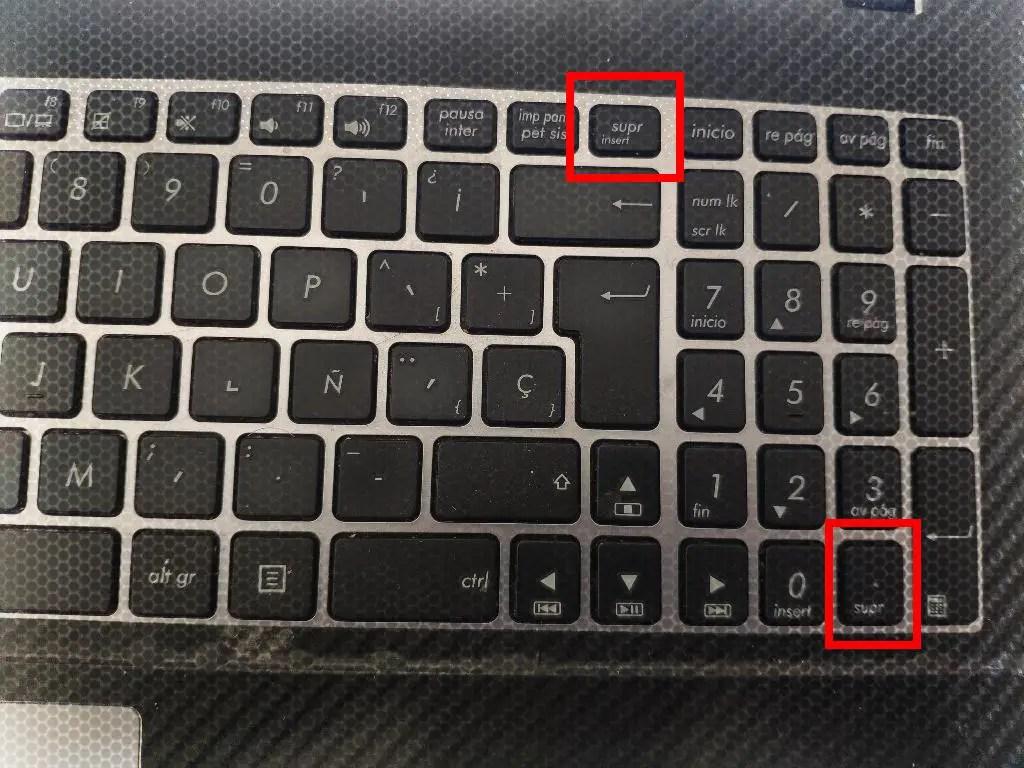 ubicación de la tecla DEL en un teclado normal