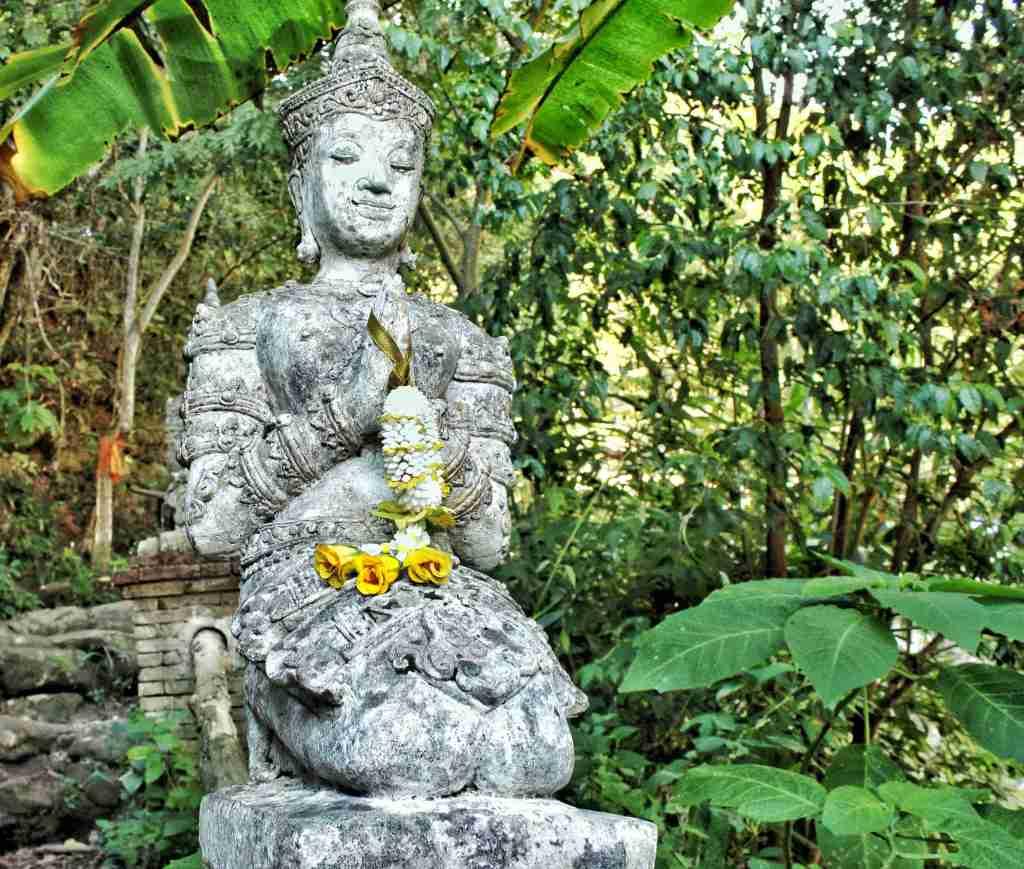 Figurines welcoming to Wat Pha Lat  Temple