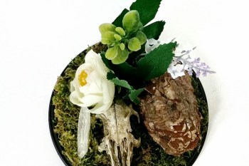 Ossaflores 9 - green - alternative wedding table centrepieces - unconventional wedding day - skulls