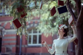 Alice in Wonderland wedding inspiration - flying books
