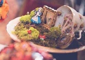 bouquet chic unique - alice in wonderland wedding - alternative wedding - unconventional wedding - alternative bouquet