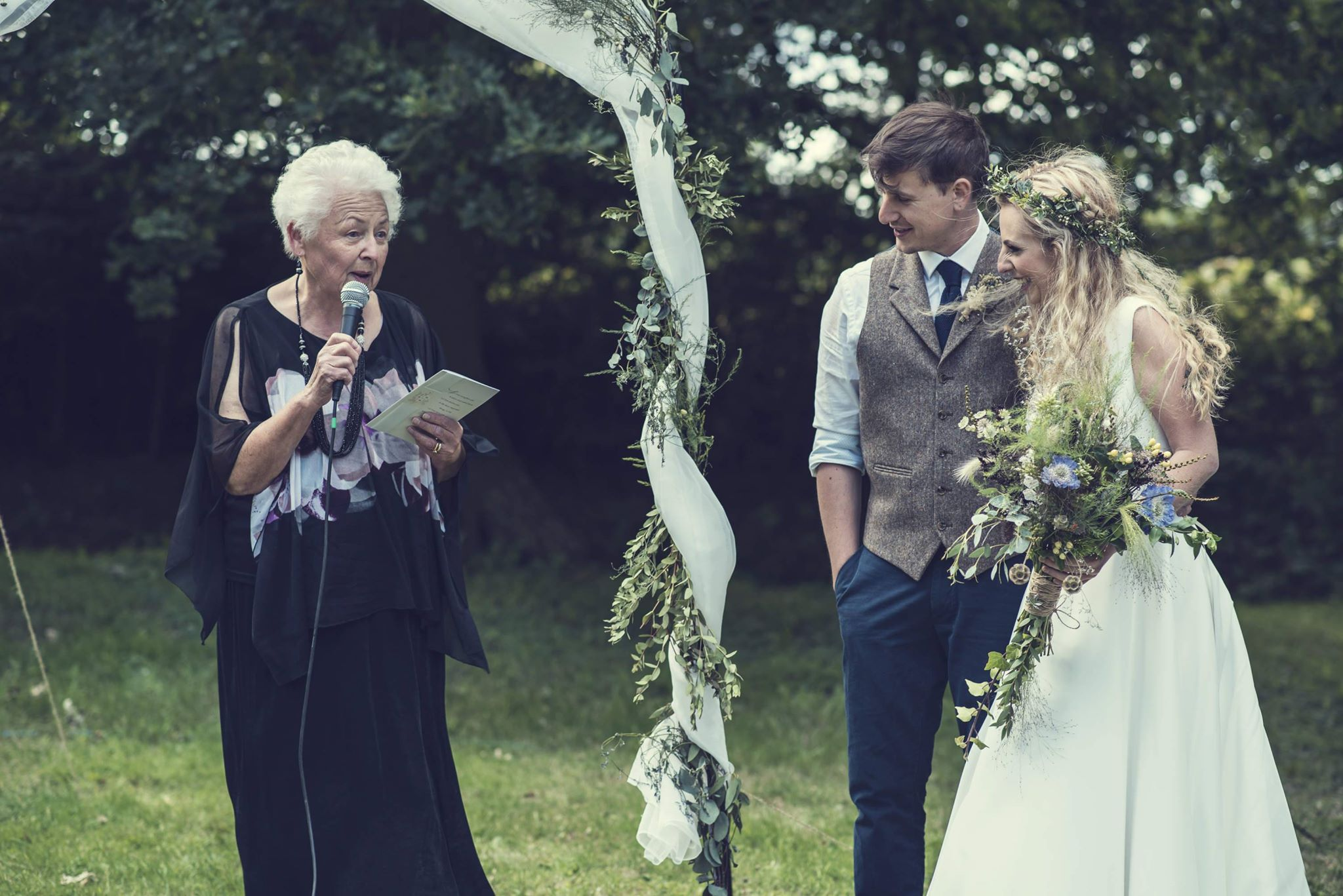Guide to a celebrant wedding blog - thomas thomas photography 1 - outdoor wedding - outdoor ceremony