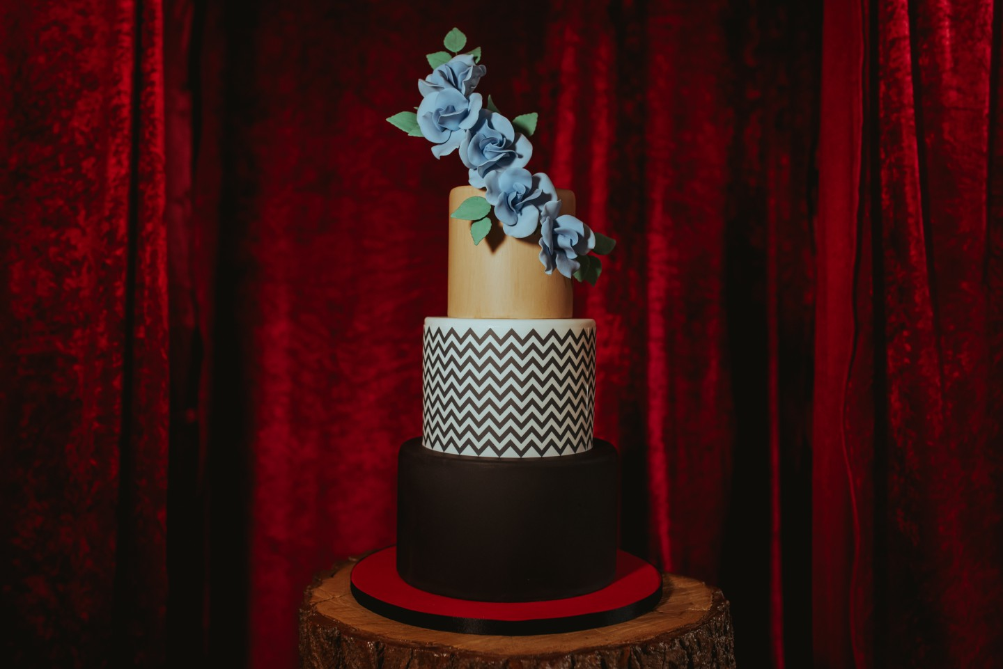 A Twin Peaks Wedding Styled Shoot - alternative - unconventional - cake