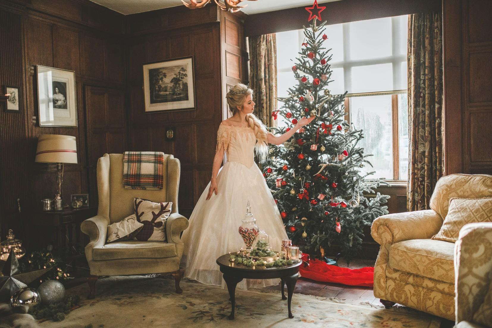 Christmas wedding - Victoria Taylor-Christmas Fairy-Laura Beresford Photography- tree (2)