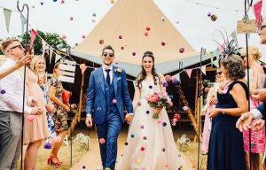 Photo credit Roo Stain Wedding Photography courtesy of Peaktipis