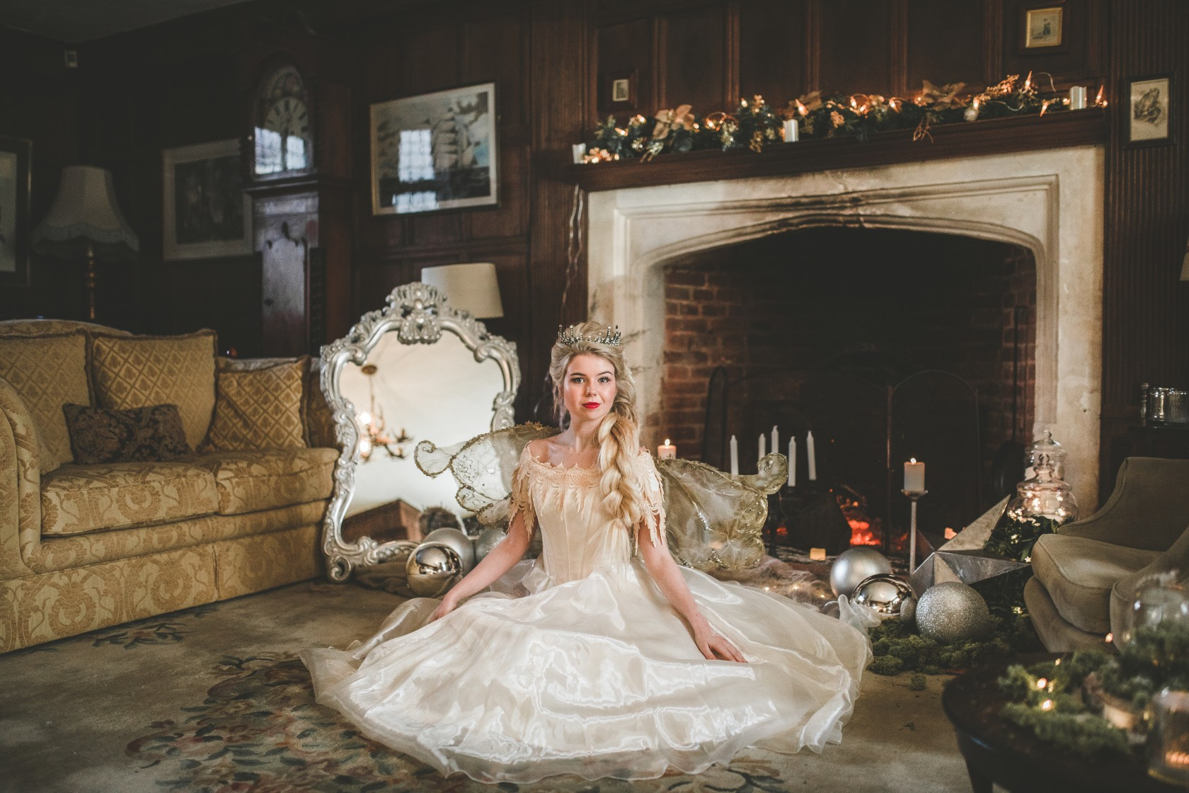 christmas wedding - Victoria Taylor-Christmas Fairy-Laura Beresford Photography- room (2)