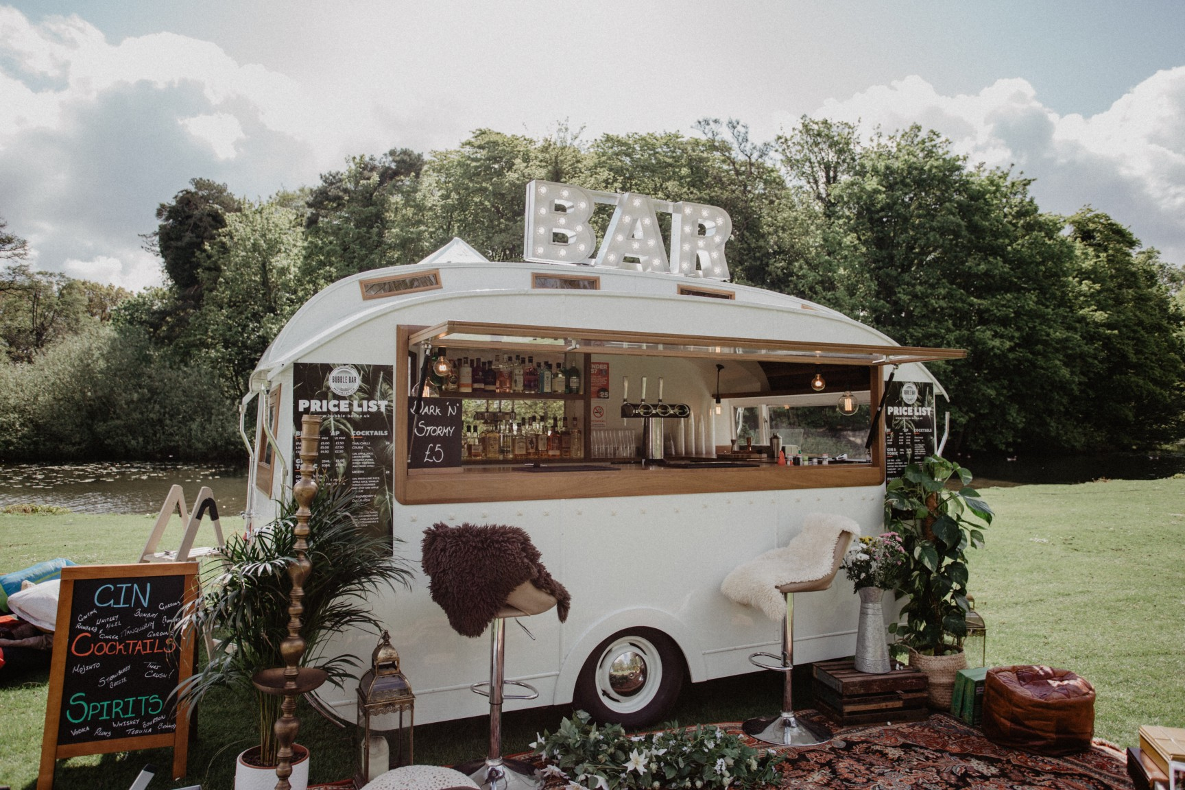 Festival wedding - Unconventional Wedding Festival - The Bubble Bar - Nicki Shea Photography - alternative wedding (2)