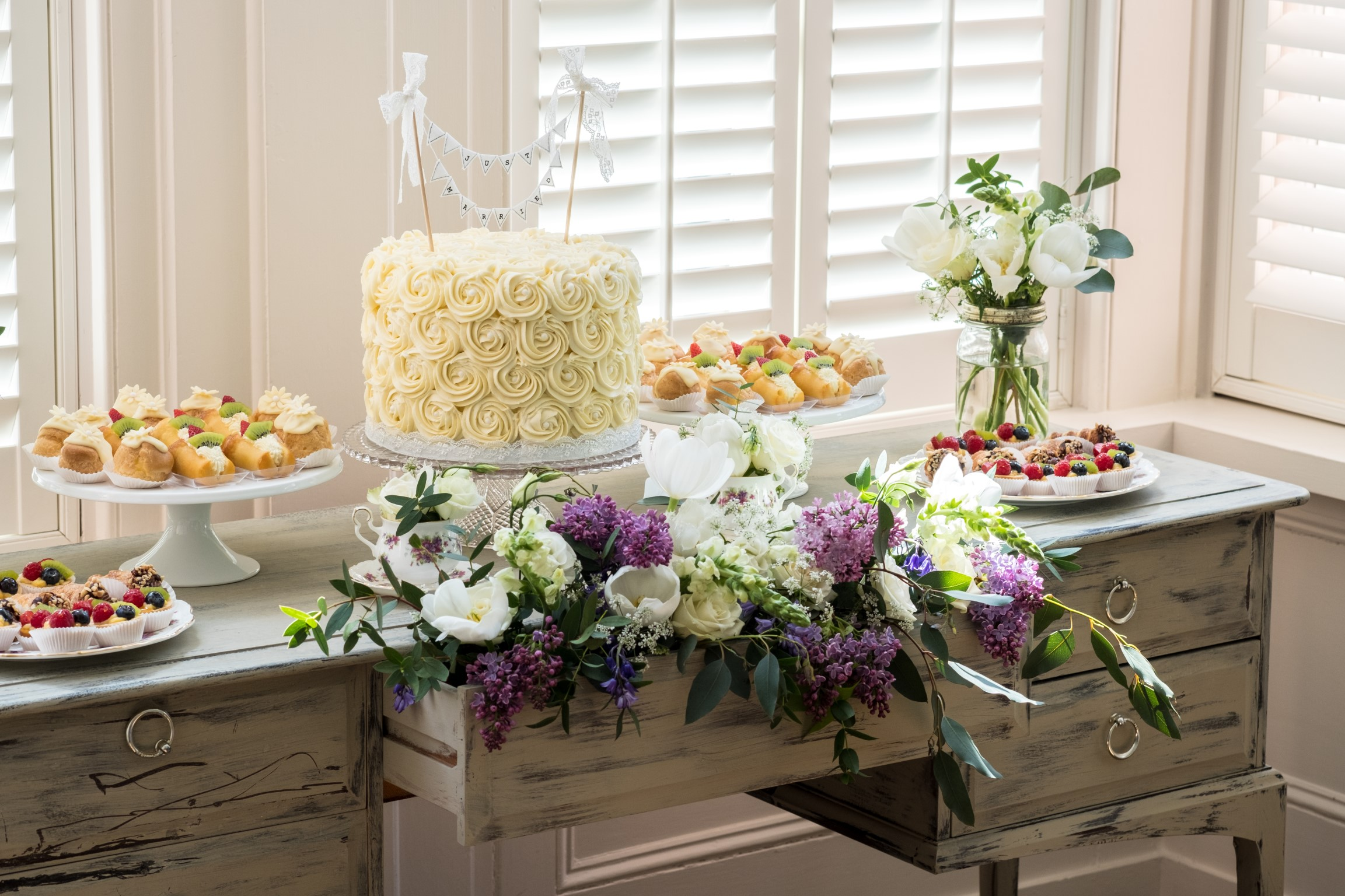 Pasticceria Lorena- wedding Dessert Table- unconventional wedding- italian deserts- wedding cake
