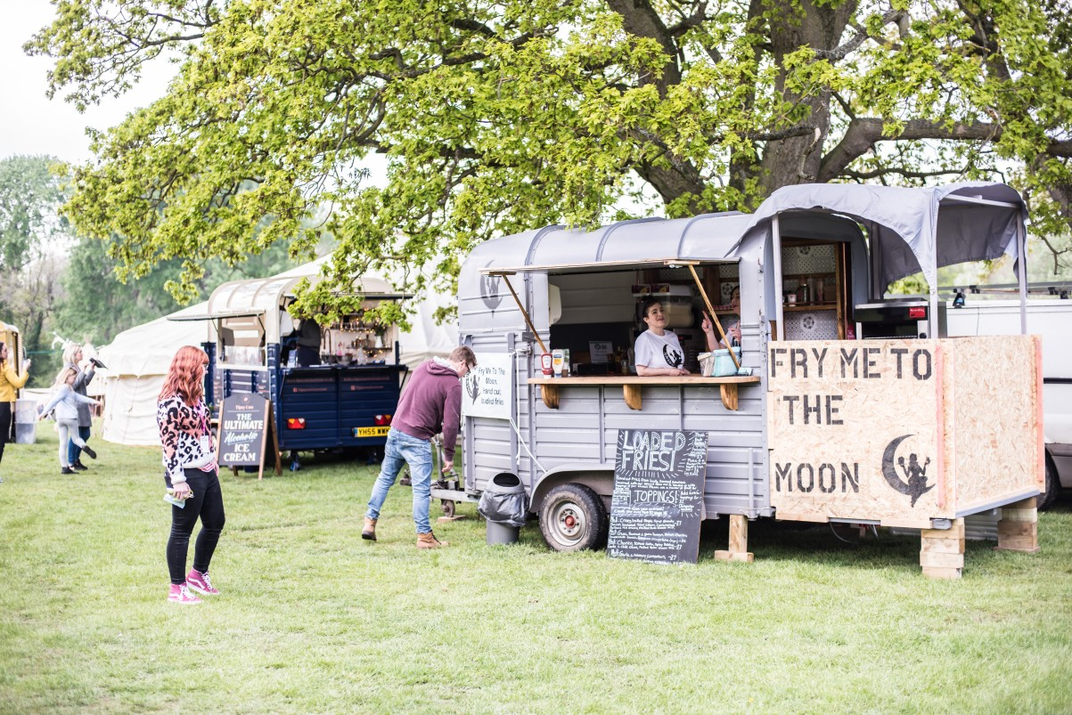 fry me to the moon - how to plan a festival wedding - unconventional wedding festival - wedding food trucks - matt glover photography (2)