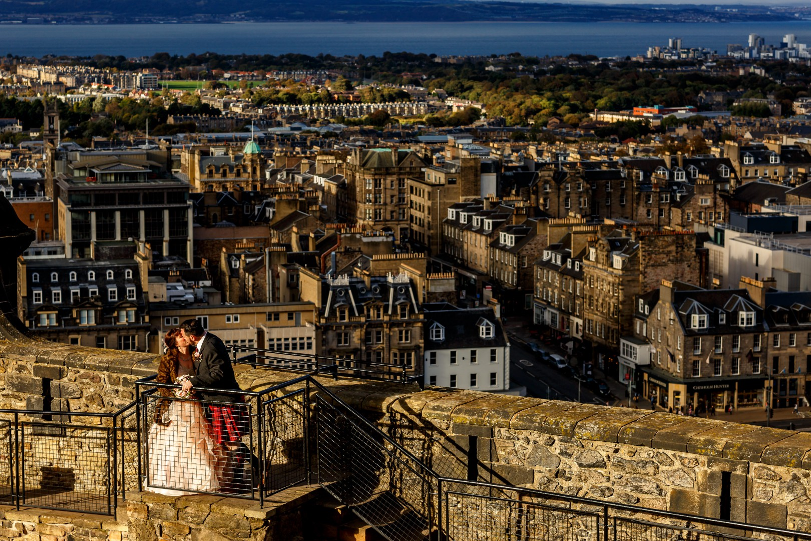 Unique Wedding Venues- Unconventional Wedding- Lina & Tom Photography- Couples photo with edinburgh skyline