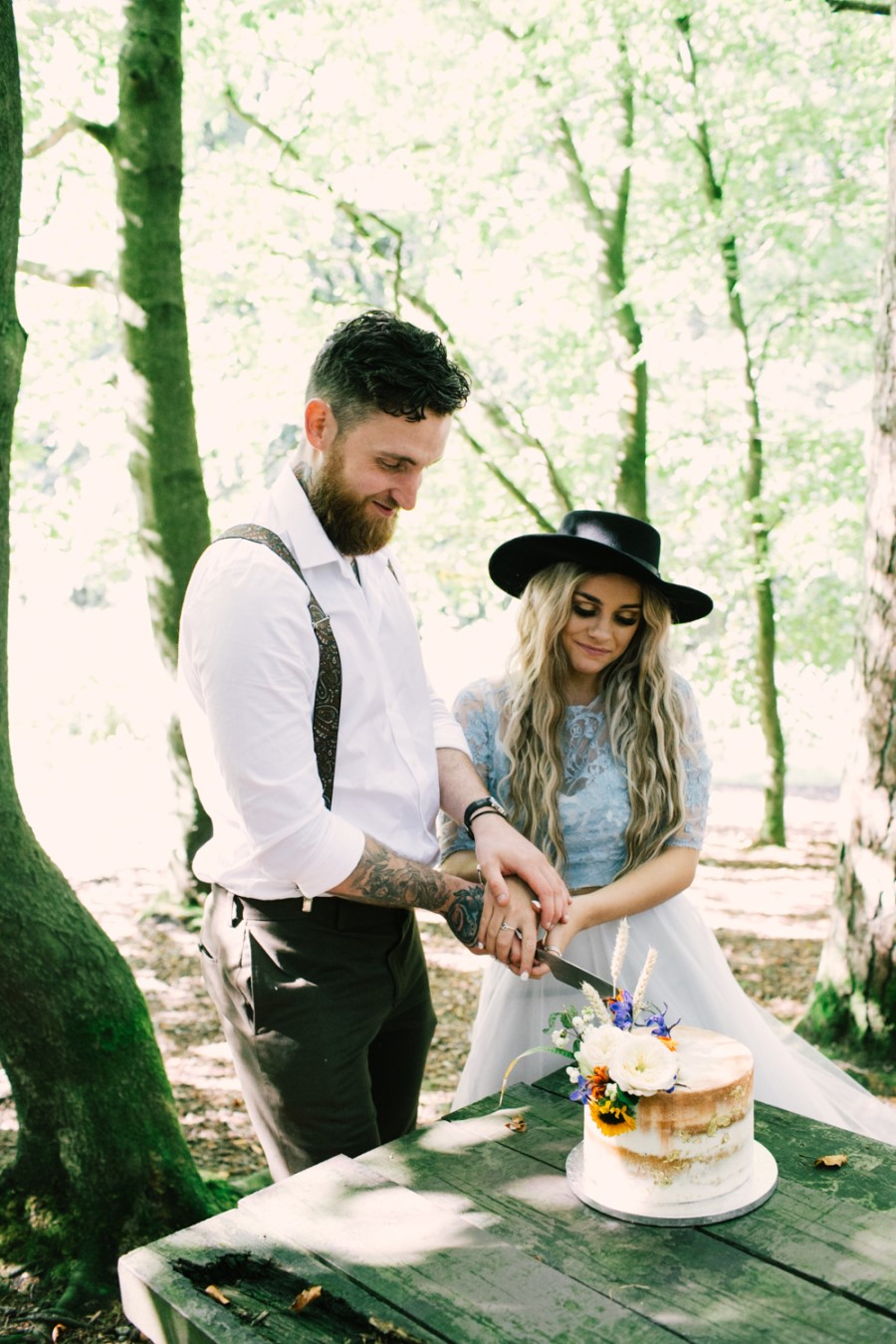 bride and groom cutting cake in the forest - micro-wedding - forest elopement - small weddings - alternative wedding - outdoor wedding - covid wedding