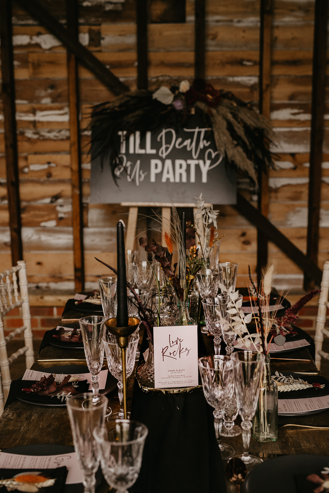 Modern barn wedding- jessica lily photography- unconventional wedding