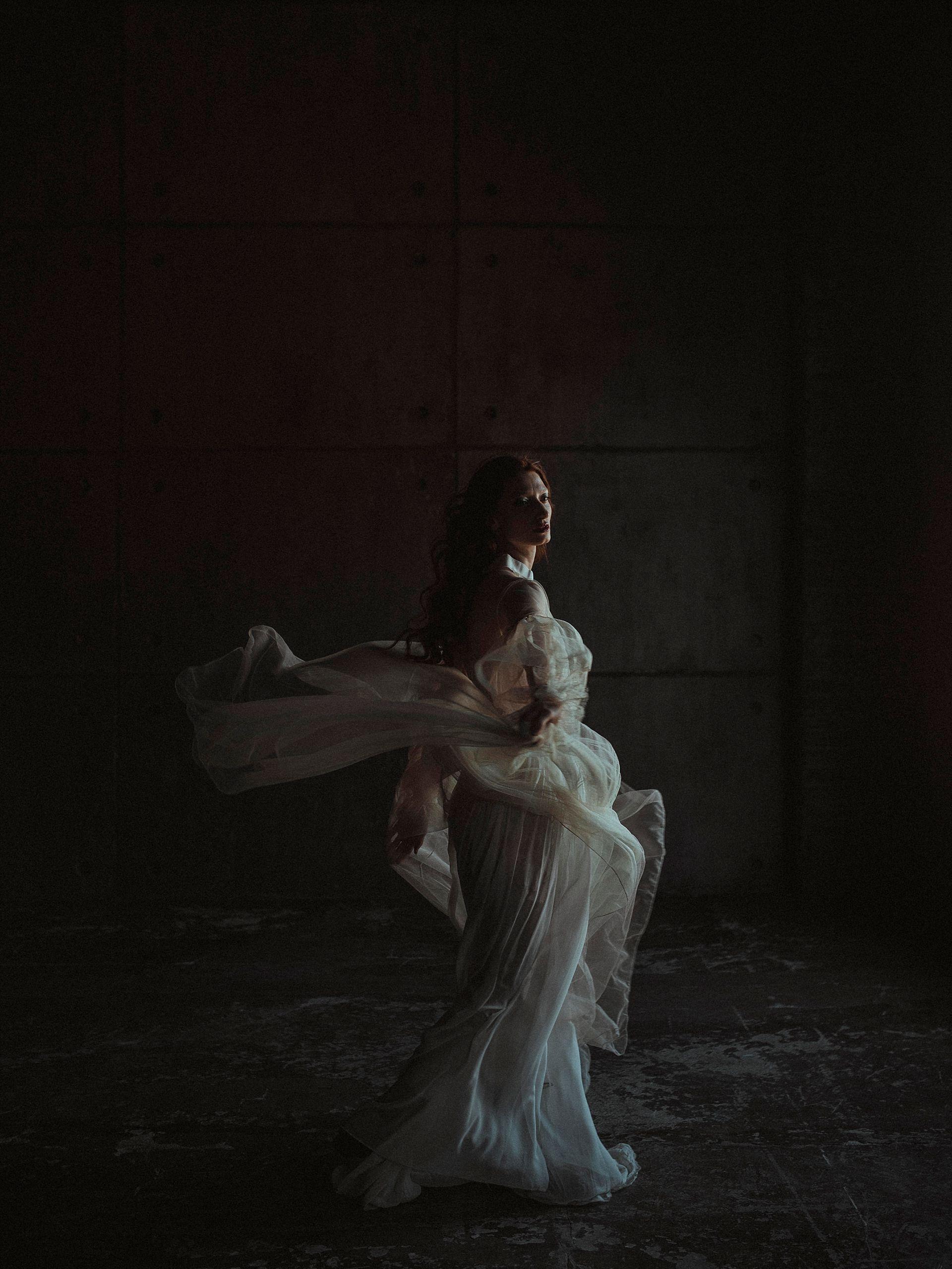 Decadent Wedding Inspiration- Moody Wedding Inspiration- Sudio Fotografico Bacci- Unconventional Wedding- bride twirling in dress