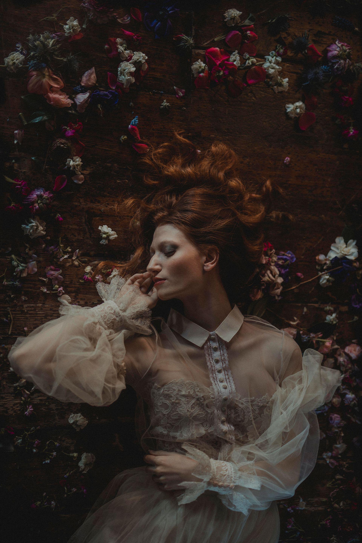 Decadent Wedding Inspiration- Moody Wedding Inspiration- Sudio Fotografico Bacci- Unconventional Wedding- Bride with flower petals