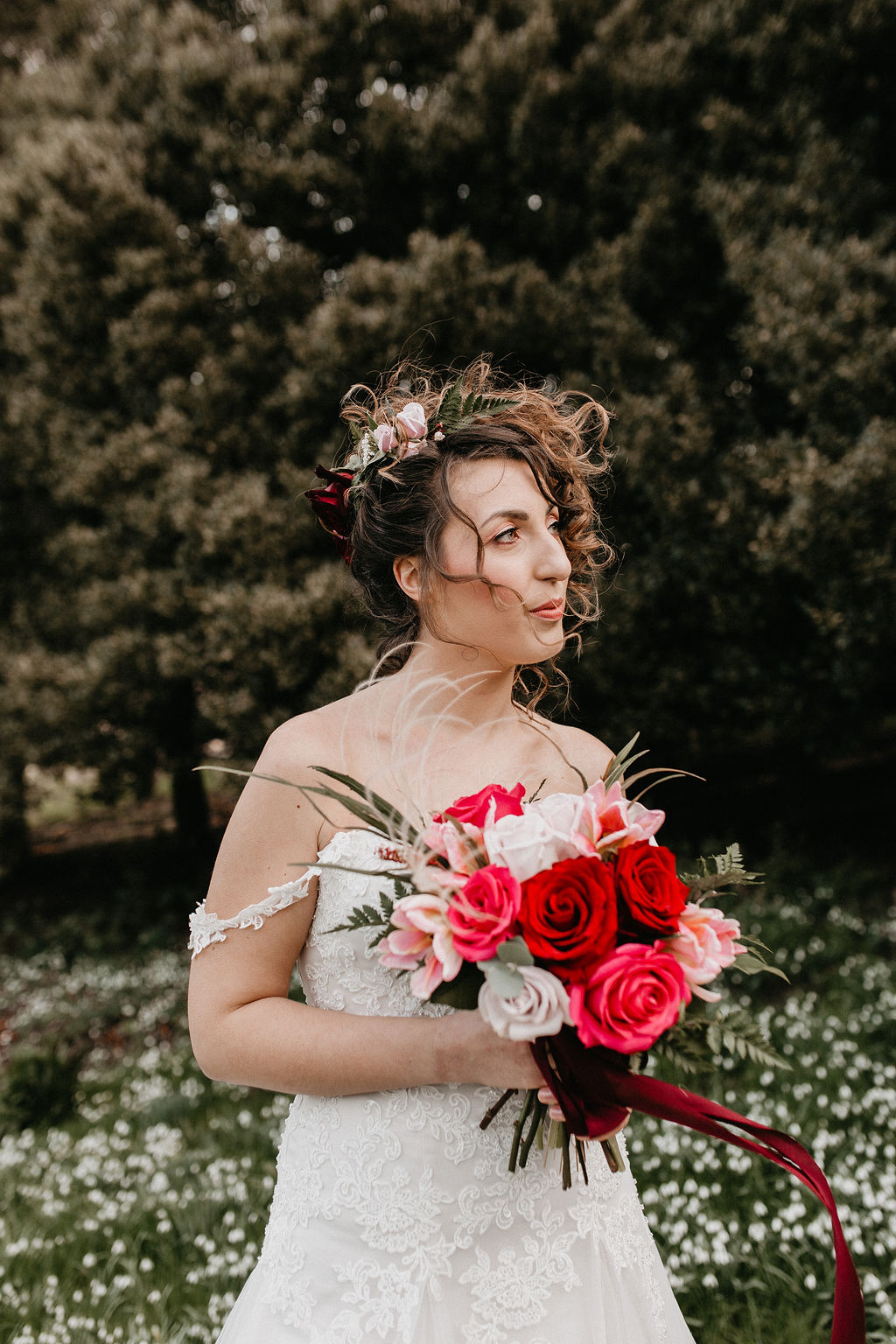 romantic woodland wedding - whimsical wedding- shakespeare wedding- unconventional wedding- bride holding bouquet