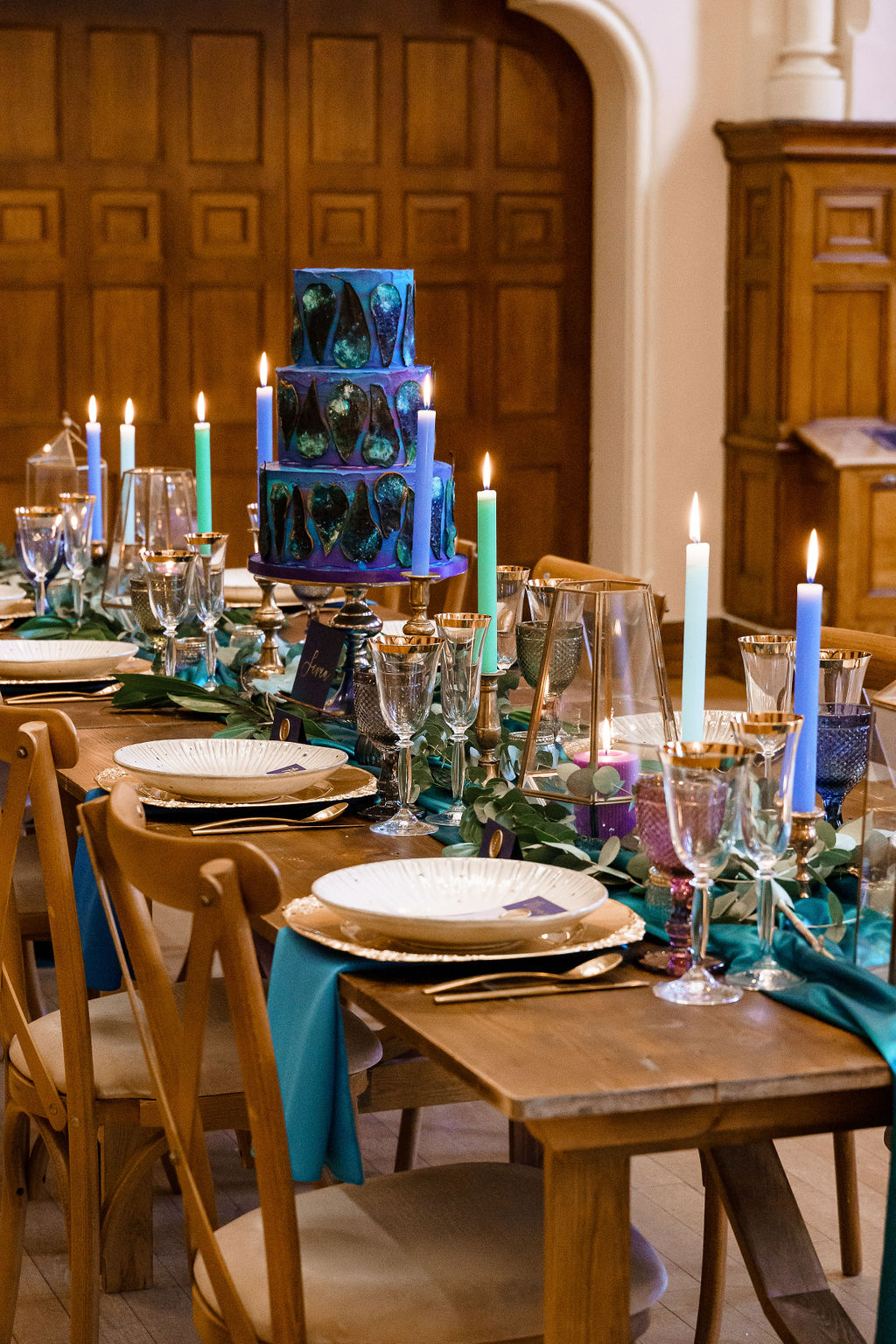 peacock themed wedding - peacock wedding - unique wedding colour scheme - quirky wedding - luxurious wedding - unique wedding table - unique wedding decoration - peacock wedding cake