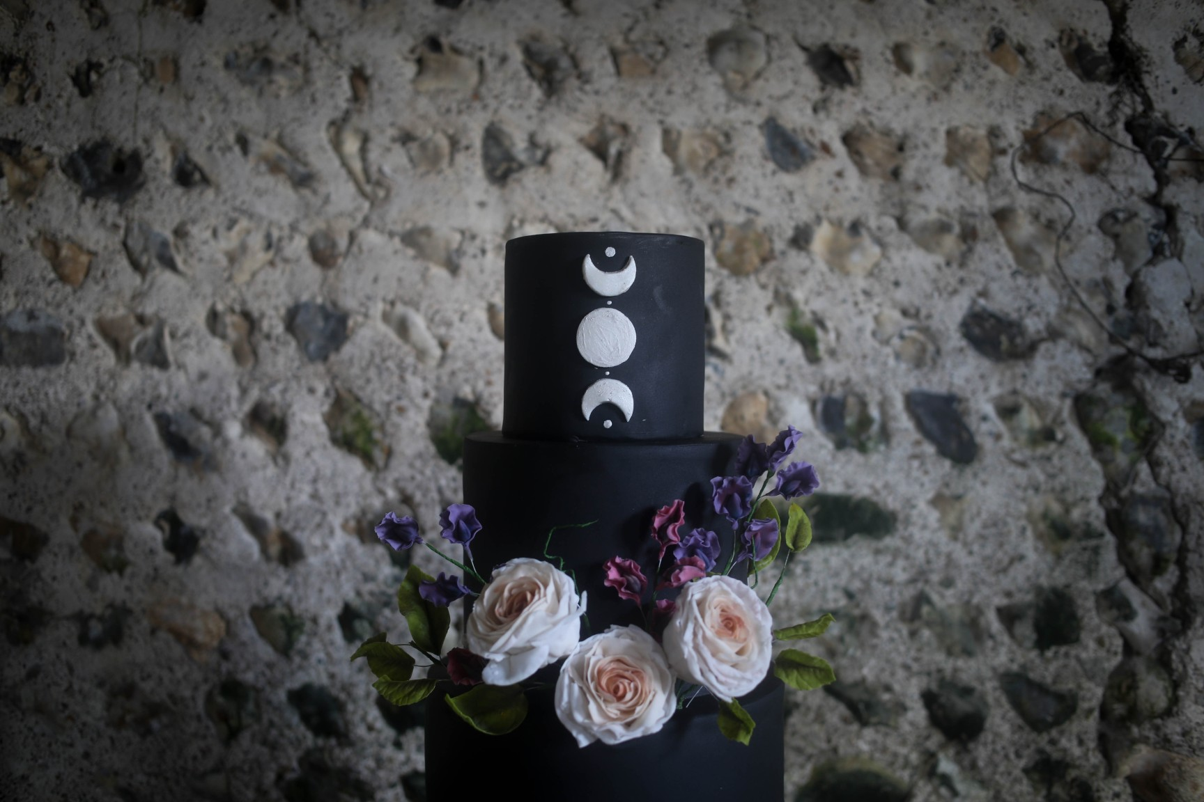 nature wedding - pagan wedding - ethereal wedding - spiritual wedding - alternative wedding - mystical wedding - quirky wedding - triple goddess wedding cake - black wedding cake - pagan wedding cake