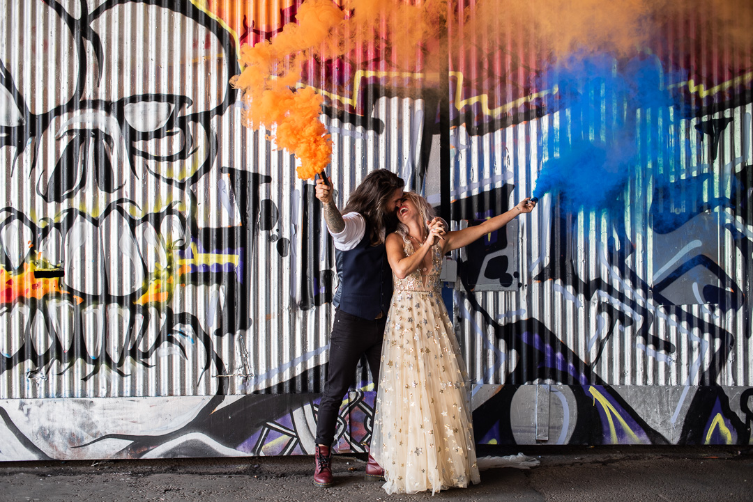 colourful urban wedding - alternative wedding - modern wedding - city wedding planning - quirky wedding inspiration- colourful wedding inspiration - edgy wedding - wedding smokebomb - urban graffiti and smokebomb