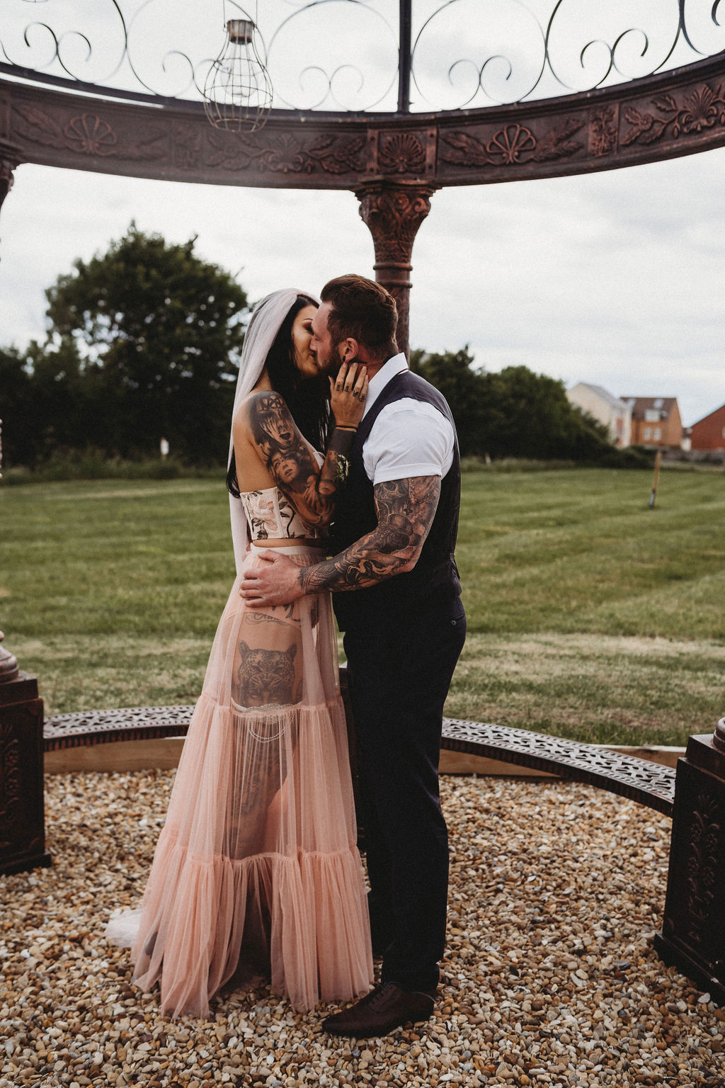 tattooed bride and groom kiss - alternative farm wedding, edgy wedding, tattooed wedding, alternative wedding