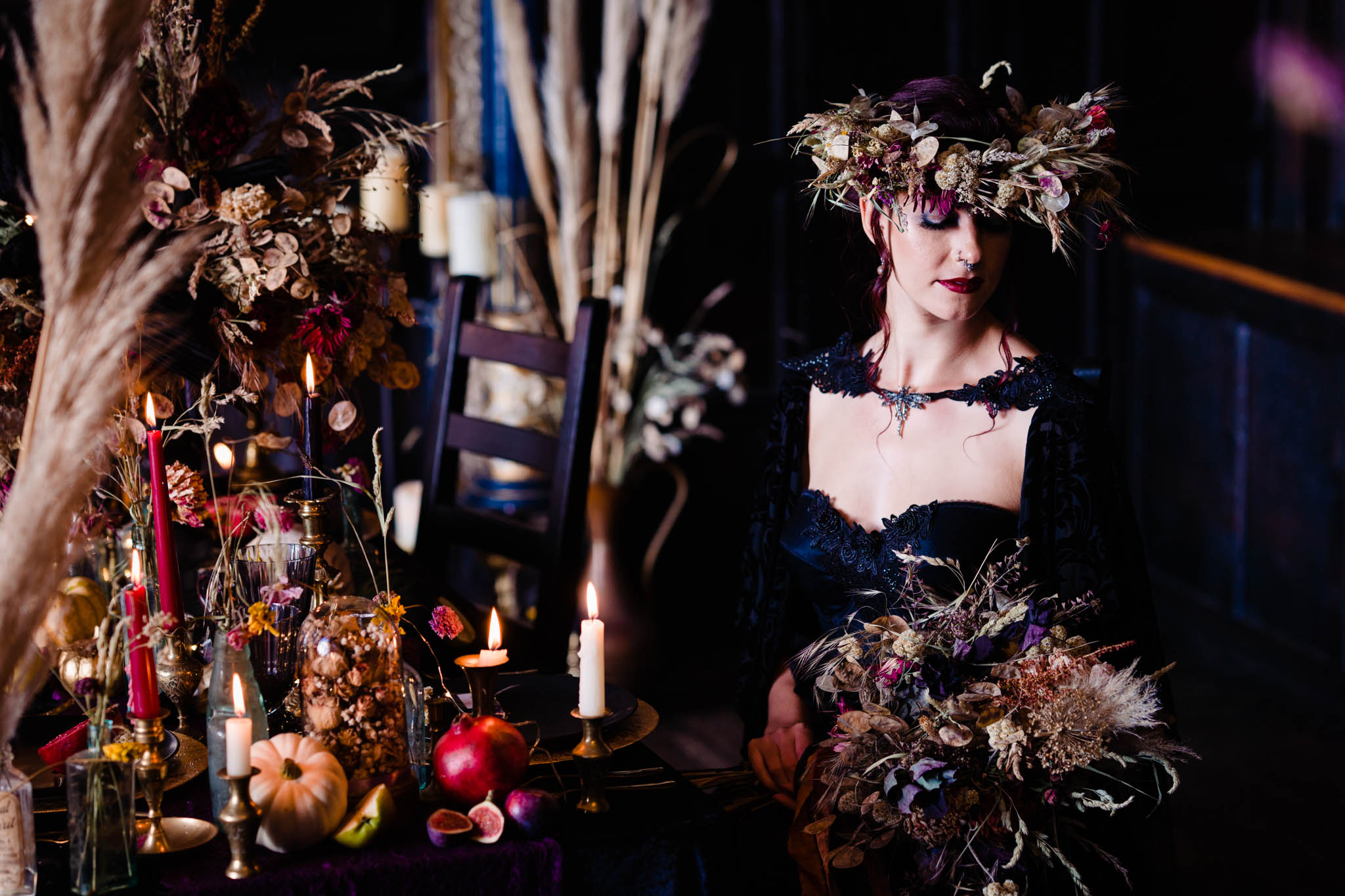 autumn wedding - gothic wedding - dark wedding - autumn wedding flowers - dried flower wedding decor - wedding flower crown