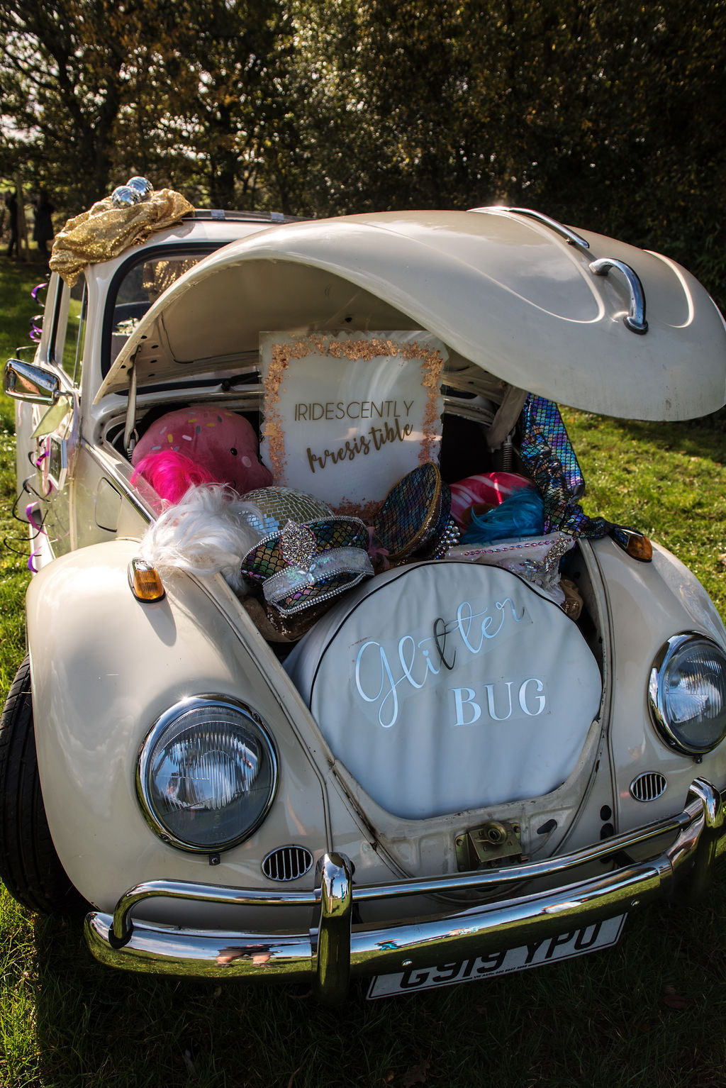 glitter wedding - fun festival wedding - wedding photobooth - beetle photo booth with props