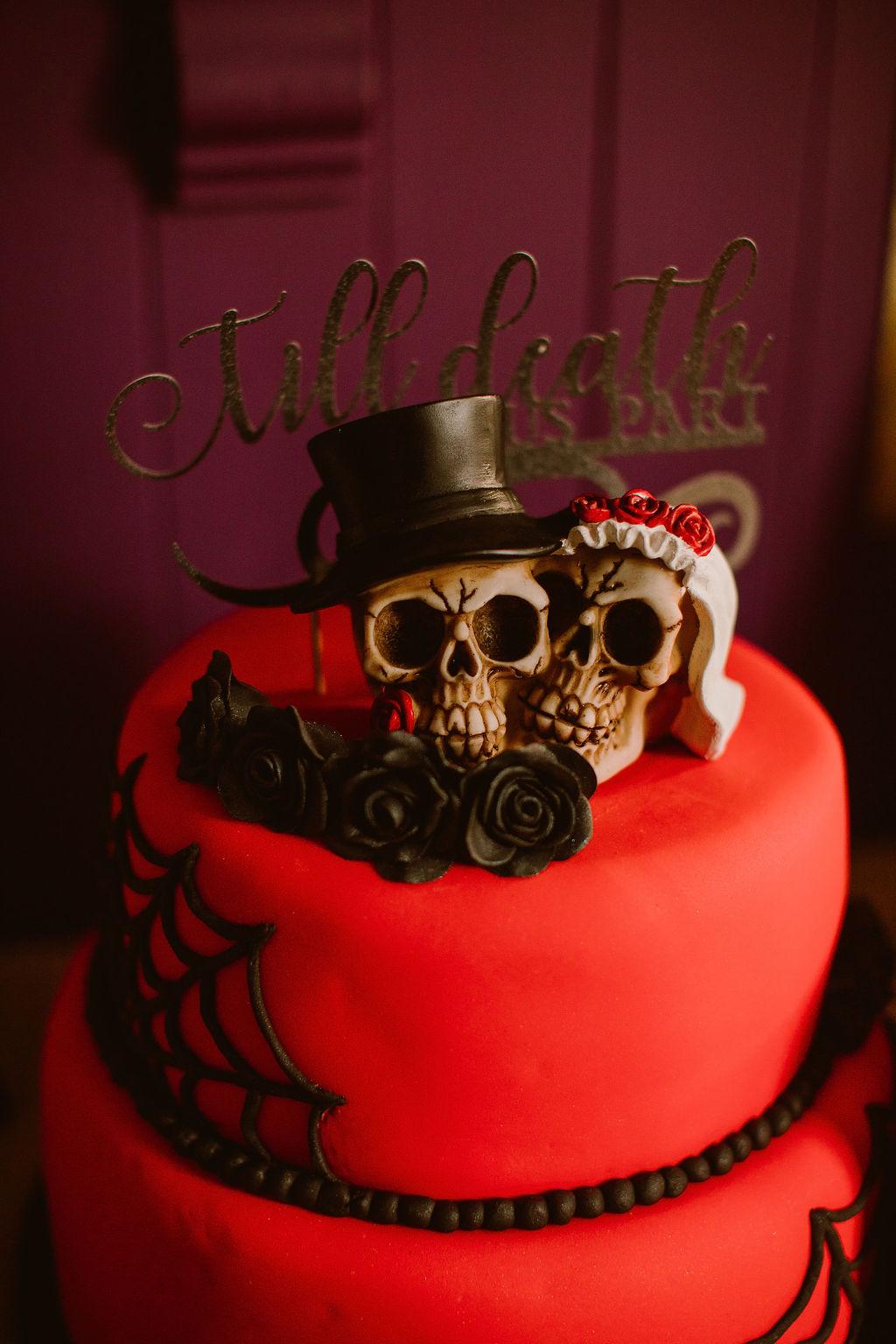skull wedding cake - gothic wedding cake - red and black wedding cake