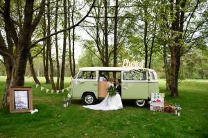 Buttercup Bus - campervan photobooth - Amanda Duncan Photography