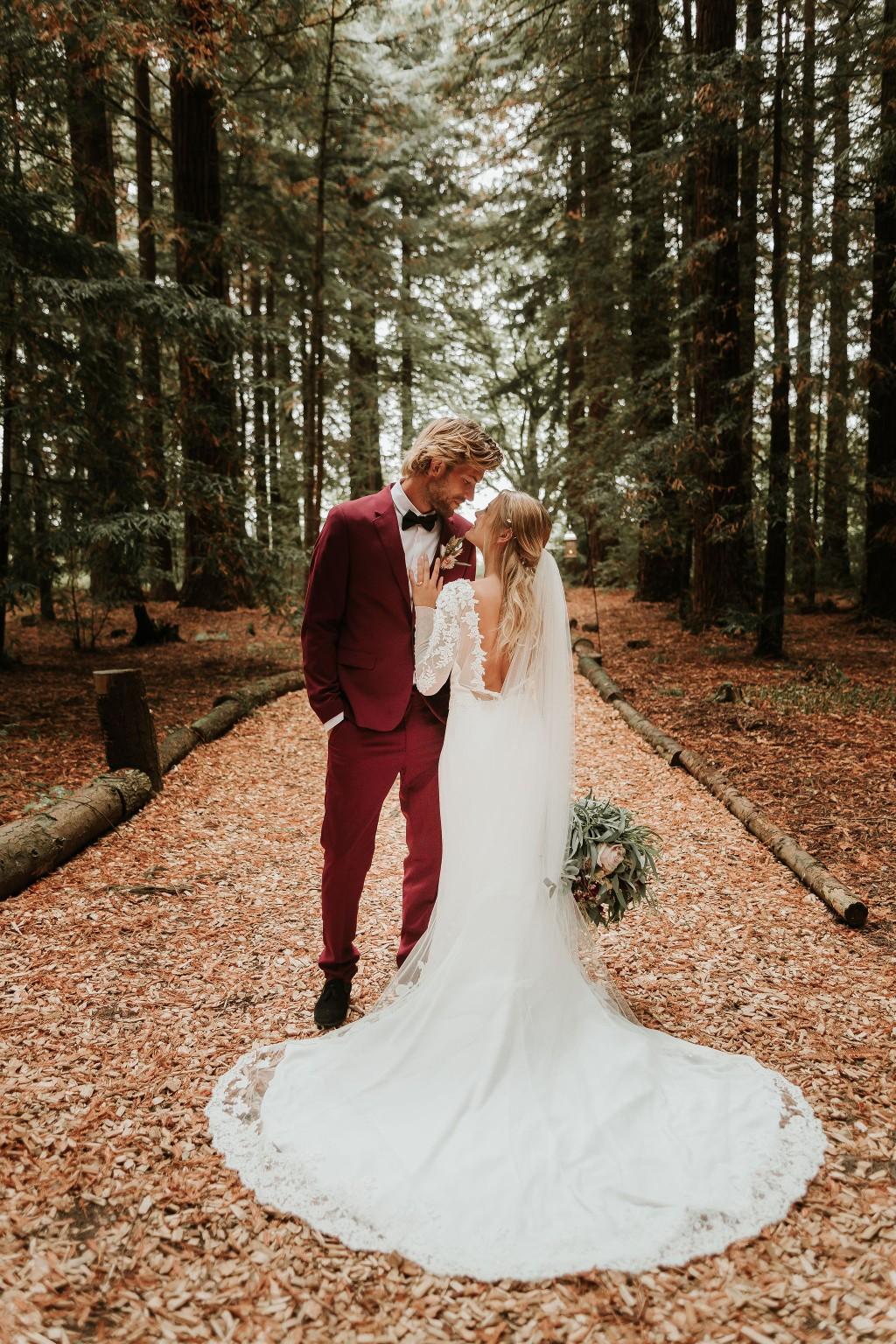 modern woodland wedding - autumn outdoor wedding - modern elopement photos